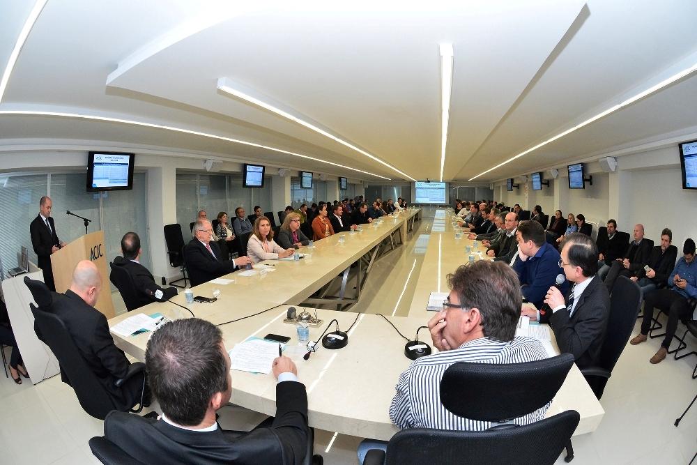 Assembleia Geral Ordinária foi realizada na Sala Paraná na noite desta quinta-feira, 18
